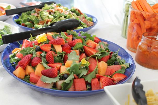 claudia-veith-newsletter-erdbeeren-rucolasalat